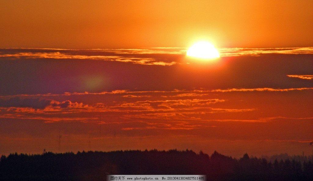 日出 树木 云彩 太阳 天空 大山 自然风景 自然景观 摄影 72dpi jpg