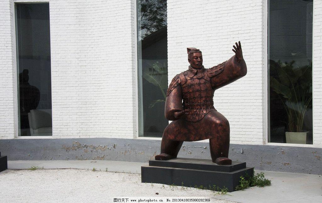太极拳铜人雕塑图片
