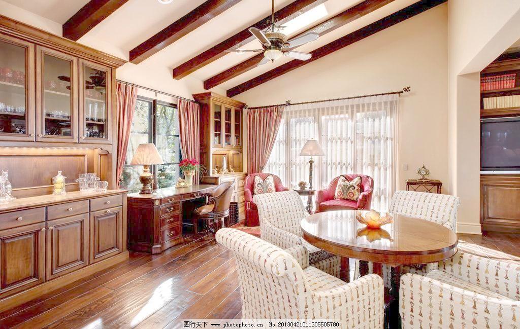 北欧风格 美式 装修 大厅 真皮沙发      吊顶 书架 木地板 风扇 吊