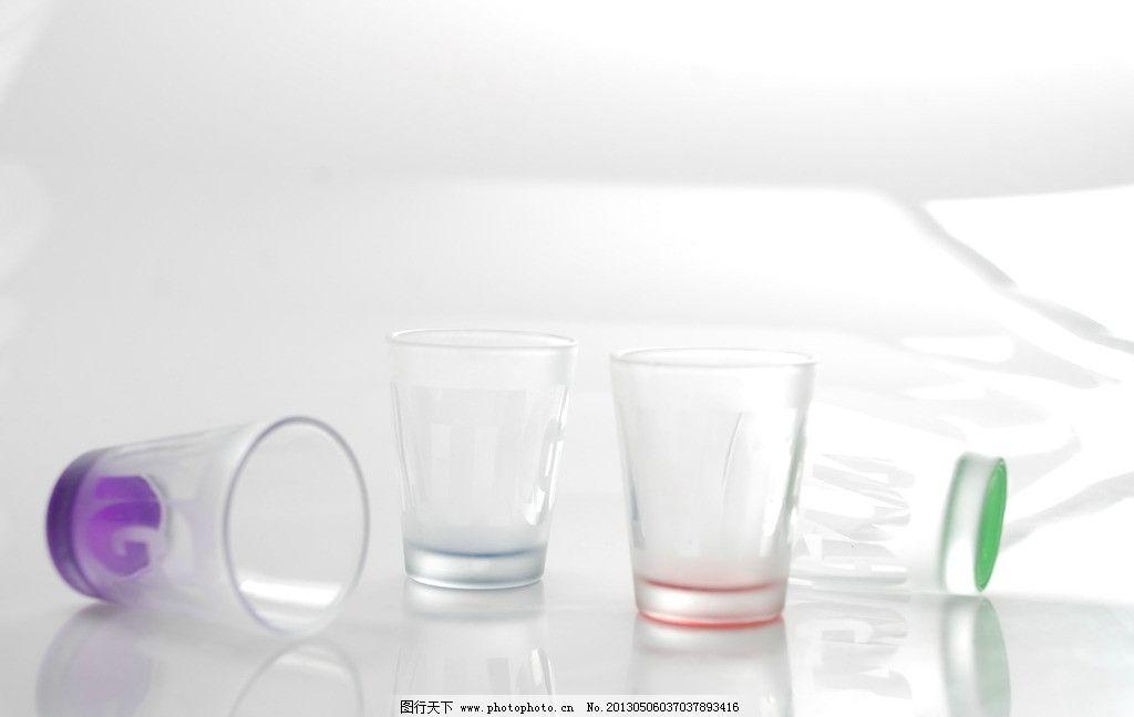彩色玻璃杯子图片