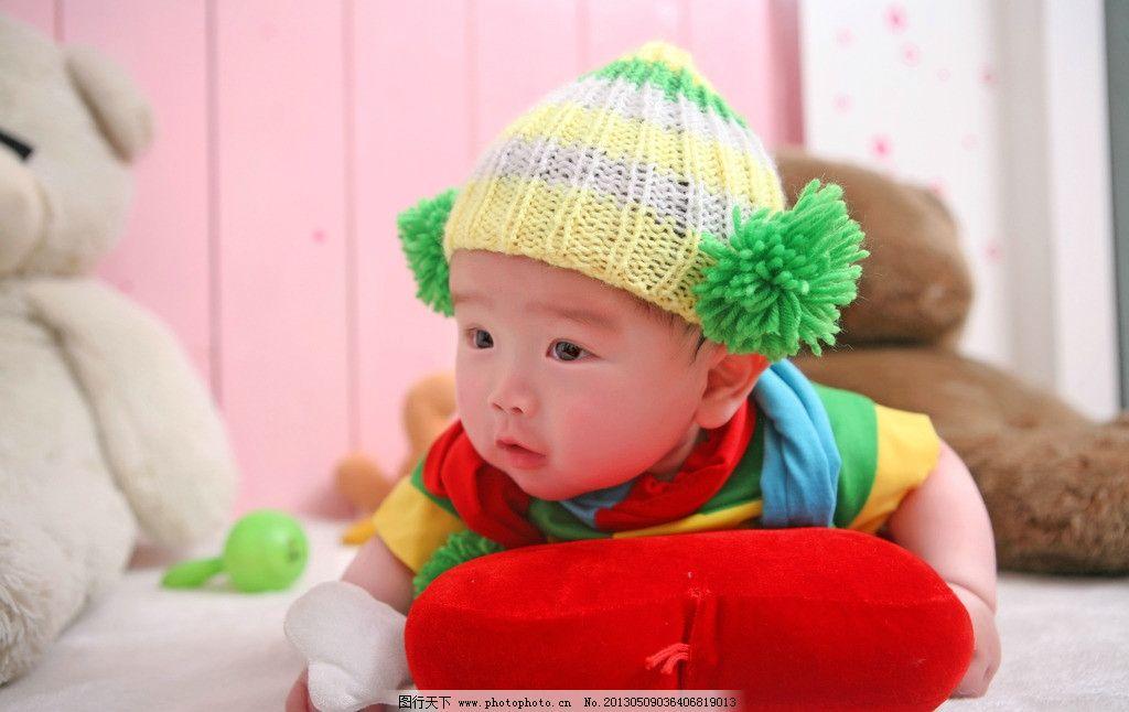宝宝写真 婴儿 可爱 红色 爱心 帽子 卡通 天真 绿色 趴着图片