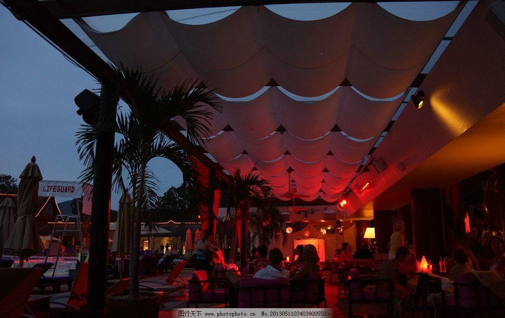 普吉岛酒店广场夜景图片