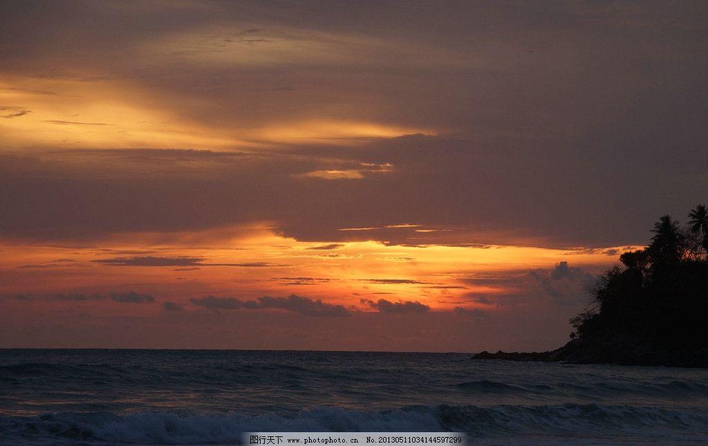 夕阳下的普吉岛海边图片