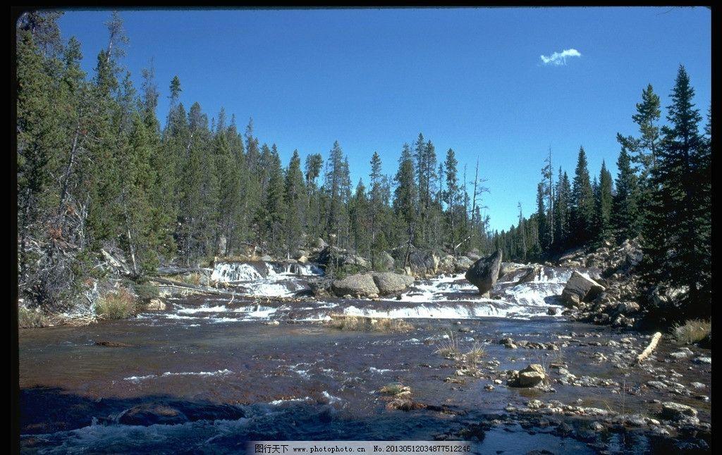 溪水 小溪 流水 石头 树林 蓝天 自然风景 自然景观 摄影 72dpi jpg