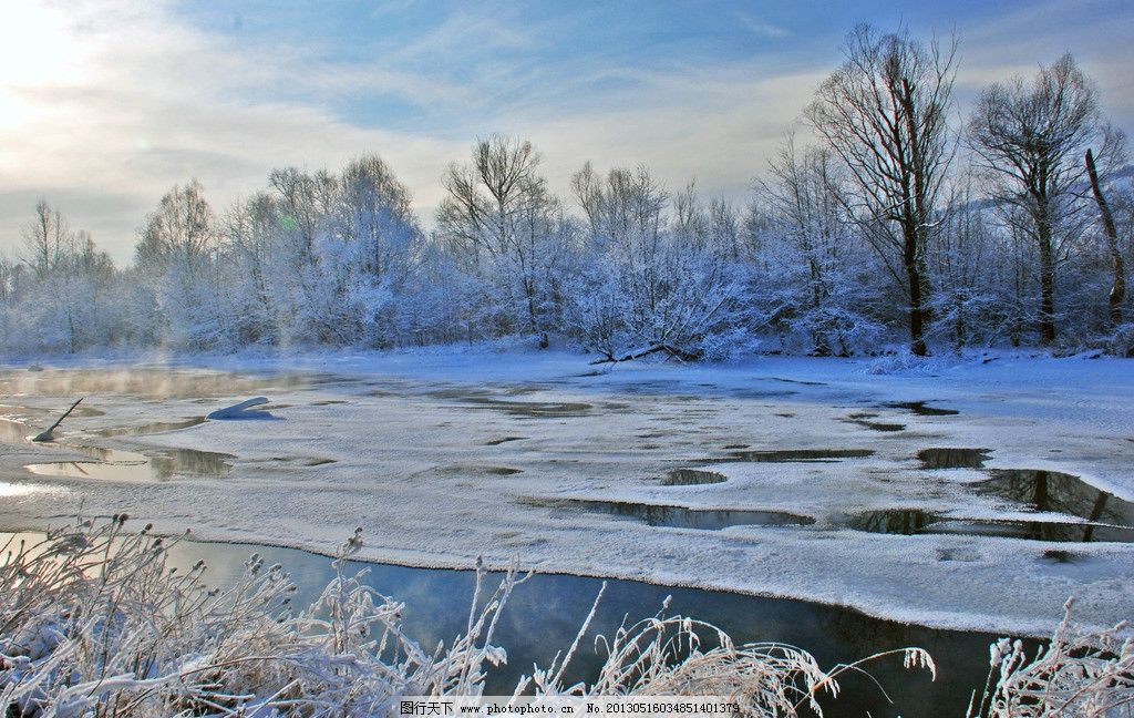 冬季不冻河冬雪风景 根河市 冬天 寒冷 草丛 树林雾凇 河水 冰层