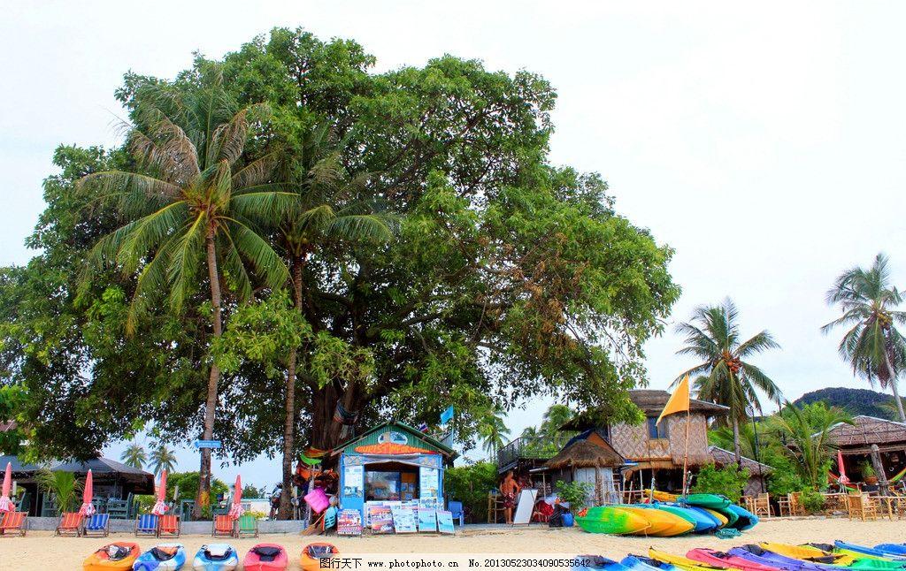 泰国普吉岛 海滩 沙滩 大树 椰树 沙滩椅 小船 皮划艇 泰式小屋