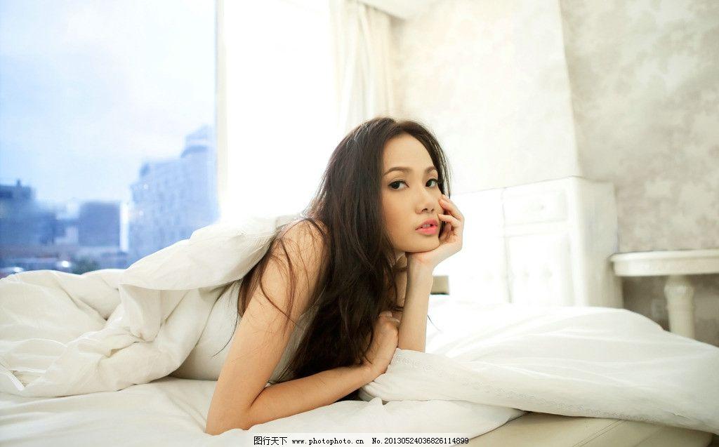 白色连衣裙美女 清纯美女 气质美女 可爱美女 床上美女 思考 高清美女
