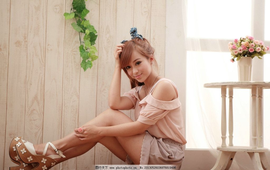 青春甜美 气质美女 可爱美女 白皙美腿 高清美女 女性女人 人物图库