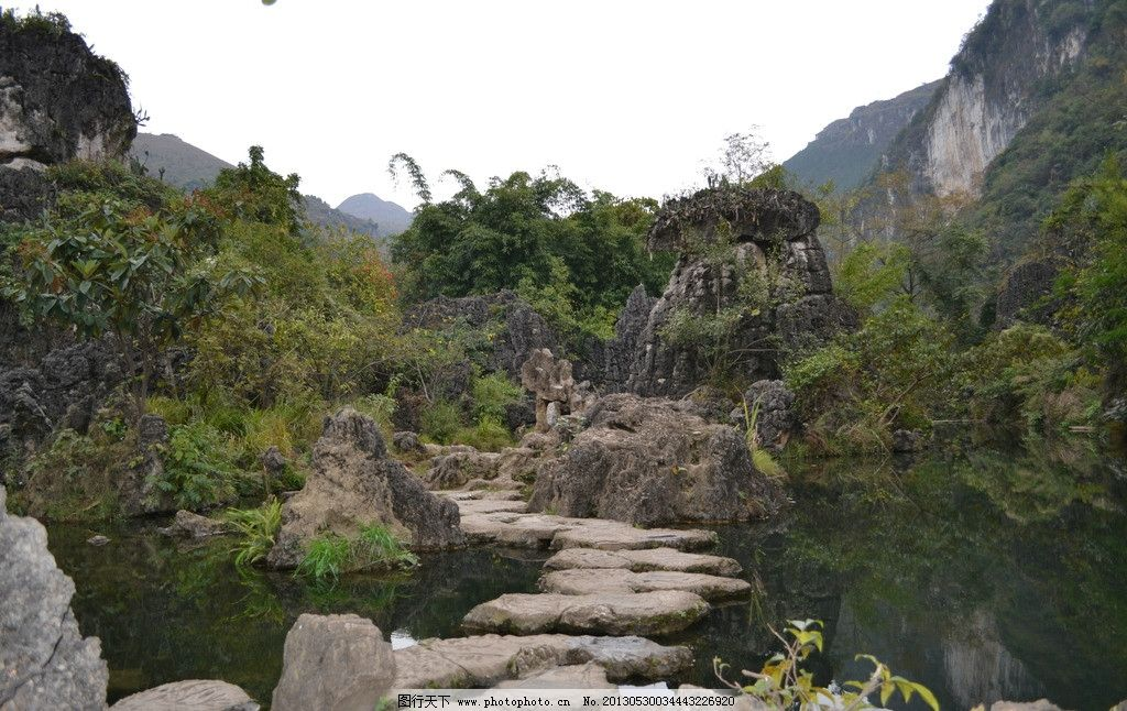 水上石林 石头在水中 石头立于水上 水石林 石水交融 山水风景