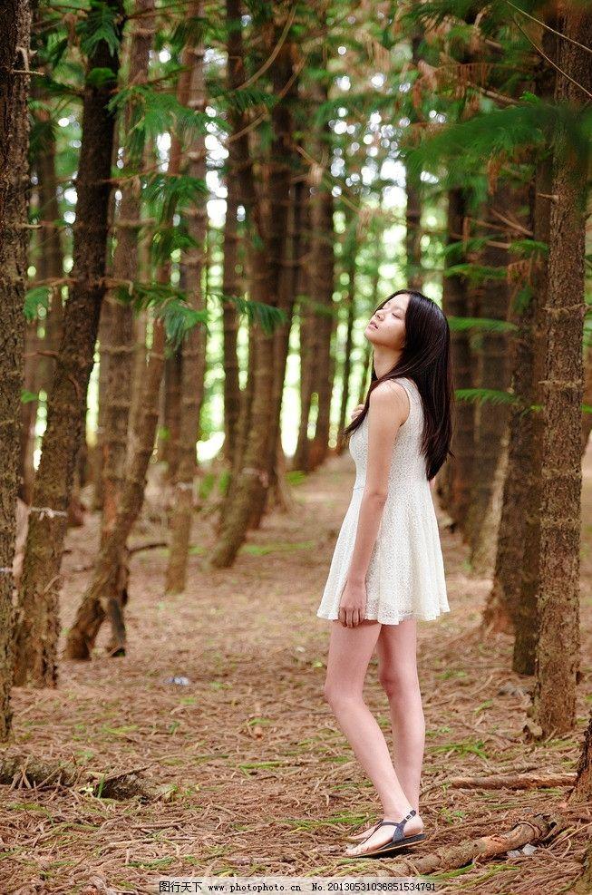 时尚美女连衣裙 气质美女 清纯美女 户外 树林 白色连衣裙 可爱美女