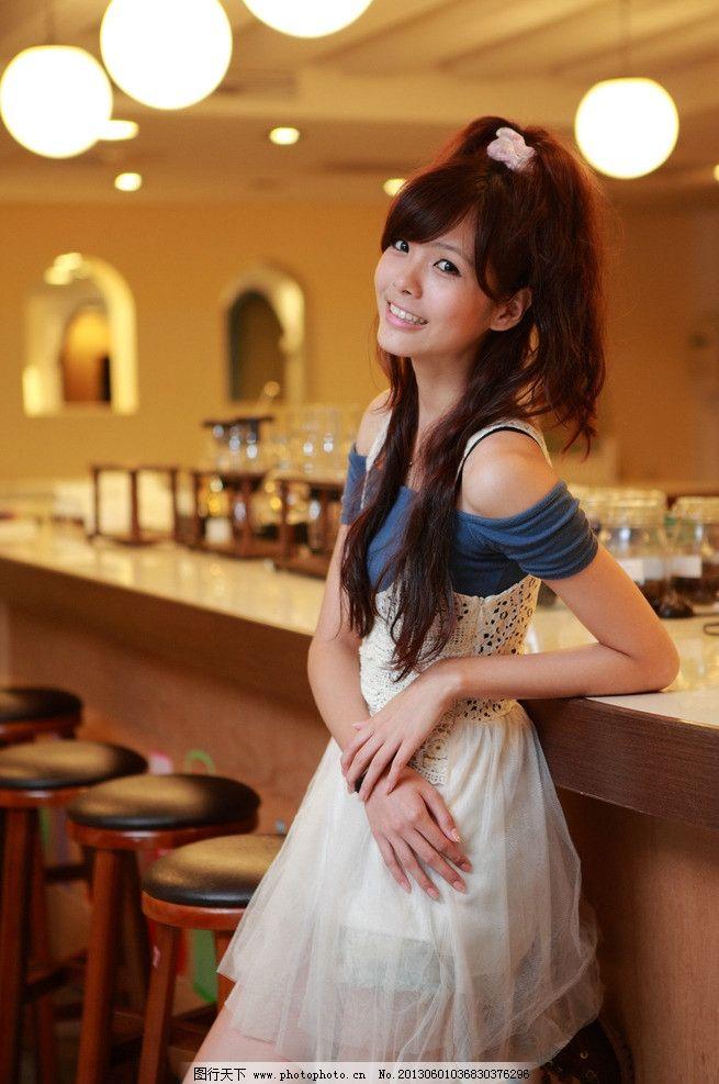 咖啡厅美女图片