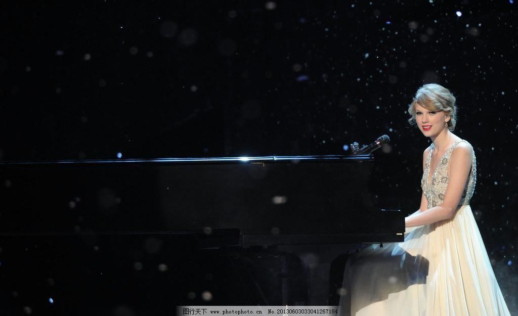 泰勒·斯威夫特 泰勒 斯威夫特 女歌手 性感 美女 钢琴 明星偶像 人物