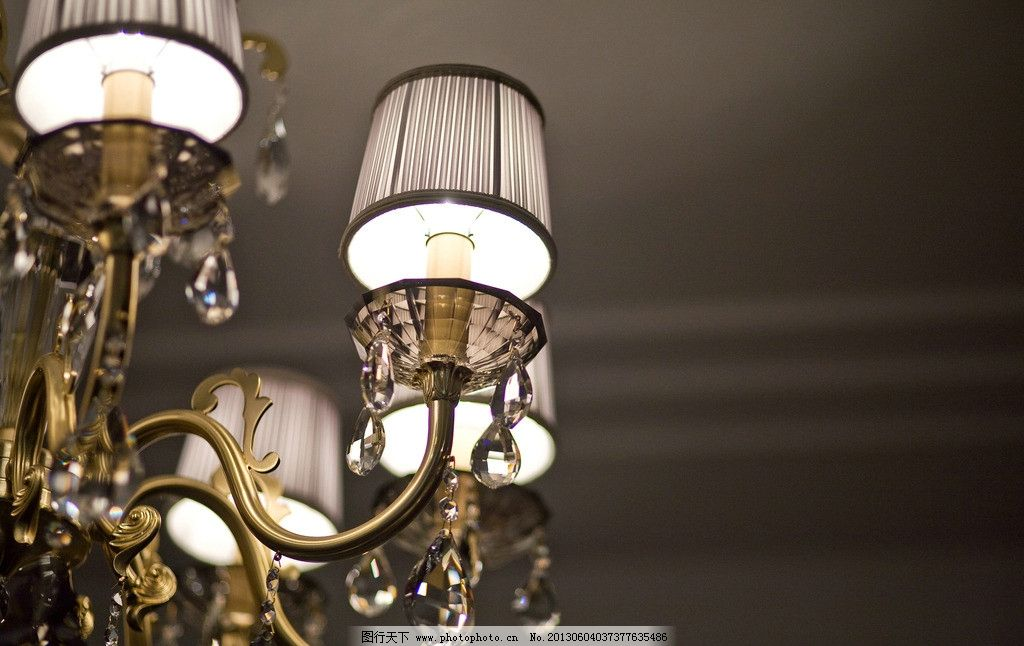 吊灯 水晶 欧式铁艺 切割 金色铁艺 家居生活 生活百科 摄影 240dpi