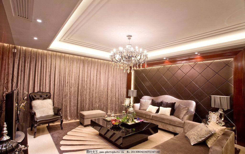豪宅客廳 吊燈 臺燈 沙發 地毯 相框 電視 茶幾 果盤 窗簾 精裝修