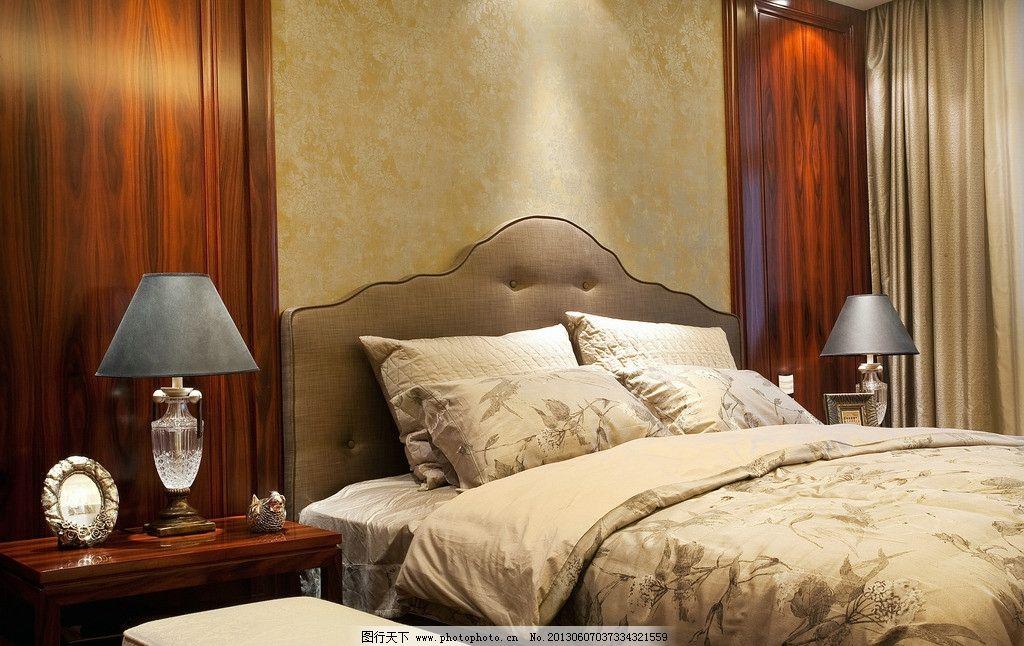 豪宅卧室 欧式古典床 台灯 墙纸 桃头 家居生活 生活百科 摄影 240dpi