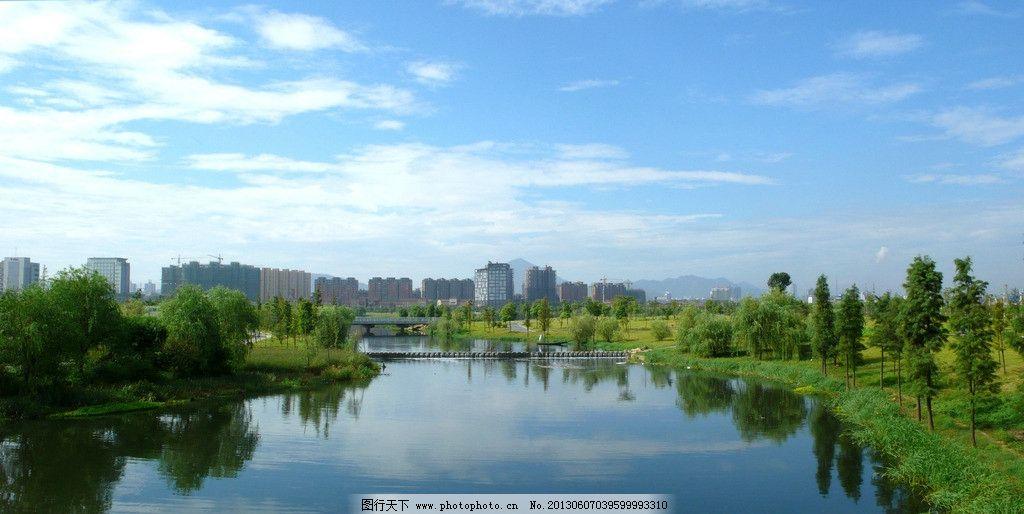 铜陵翠湖公园 人工湖 住宅小区 绿树 草地 蓝天 园林建筑 建筑园林