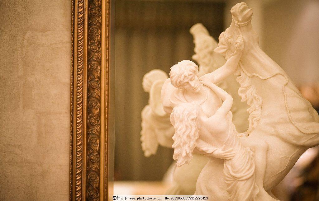 欧式白色婚纱图片