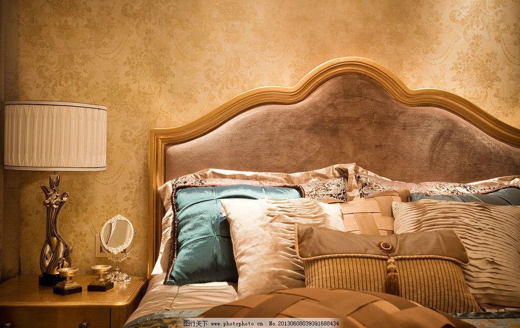 豪宅卧室 欧式床 枕头 台灯 壁纸 室内摄影 建筑园林