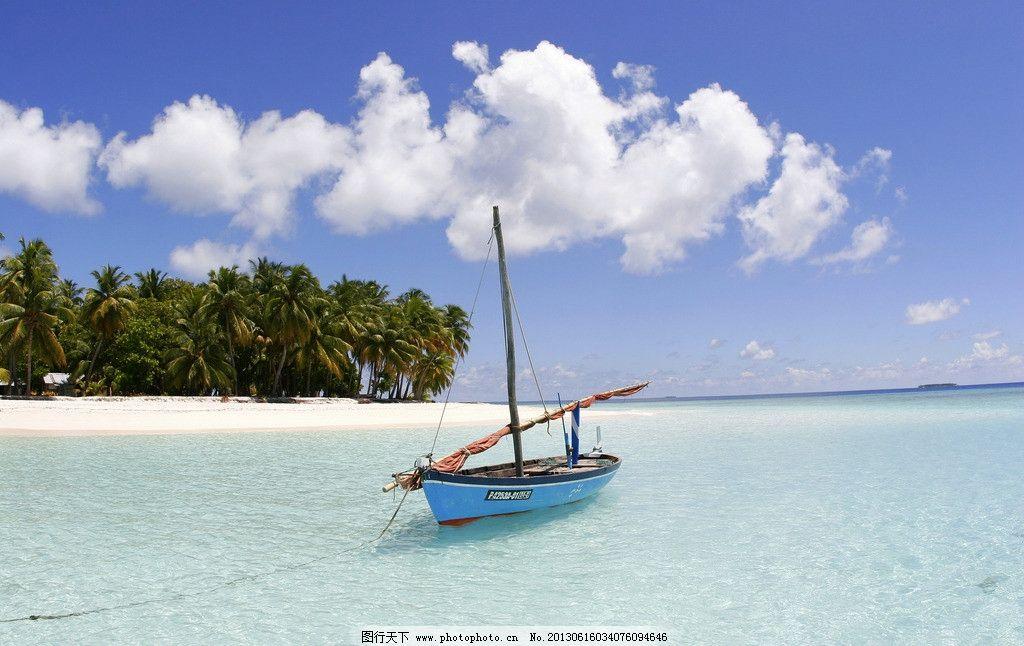马尔代夫 小船 海滩 沙滩 大海 海洋 海景 帆船 游船 船只 木船 海岛