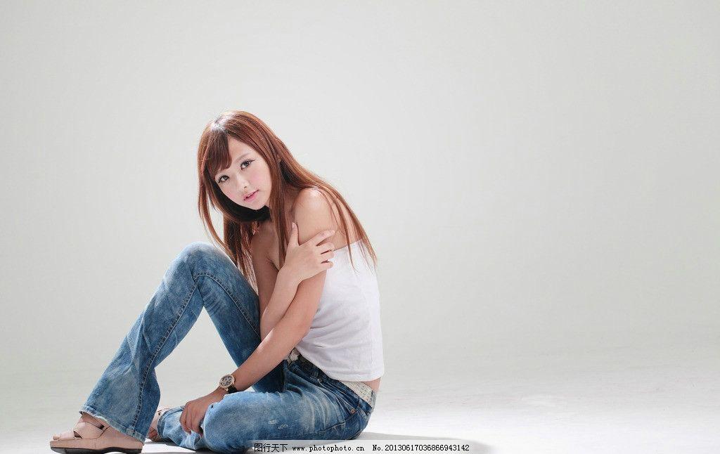 牛仔裤美女图片
