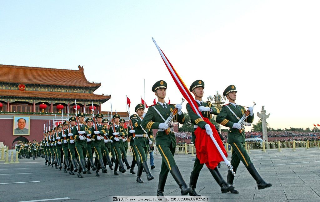 升国旗 北京 天安门 军人 毛主席挂像 图片素材 其他 摄影 72dpi jpg