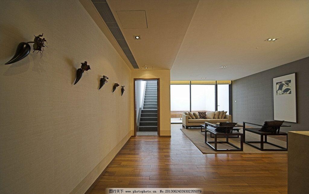客厅走廊      走廊 地板 木质 阳光 窗户 玻璃 沙发 室内摄影 建筑
